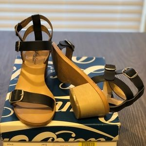Lucky Brand 1 1/2 sandal.